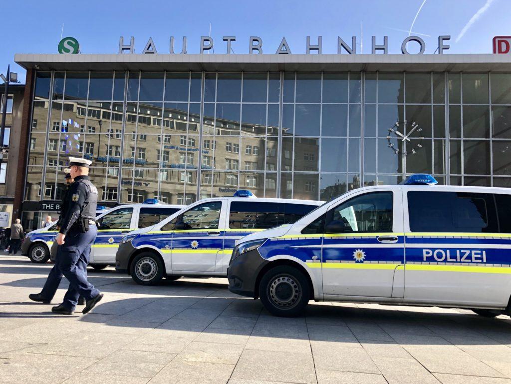 Großeinsatz der Polizei, Köln: Großeinsatz der Polizei – Mehrere Durchsuchungen wegen Drogenhandels in großem Stil, City-News.de