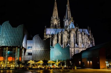 Köln bei Nacht mit Kölner Dom