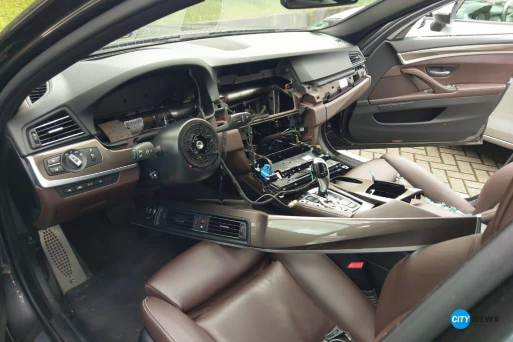 Blaulicht-BMW-Aufgebrochen