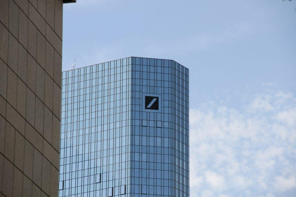 , Investoren fordern Bonus-Kürzungen bei der Deutschen Bank, City-News.de