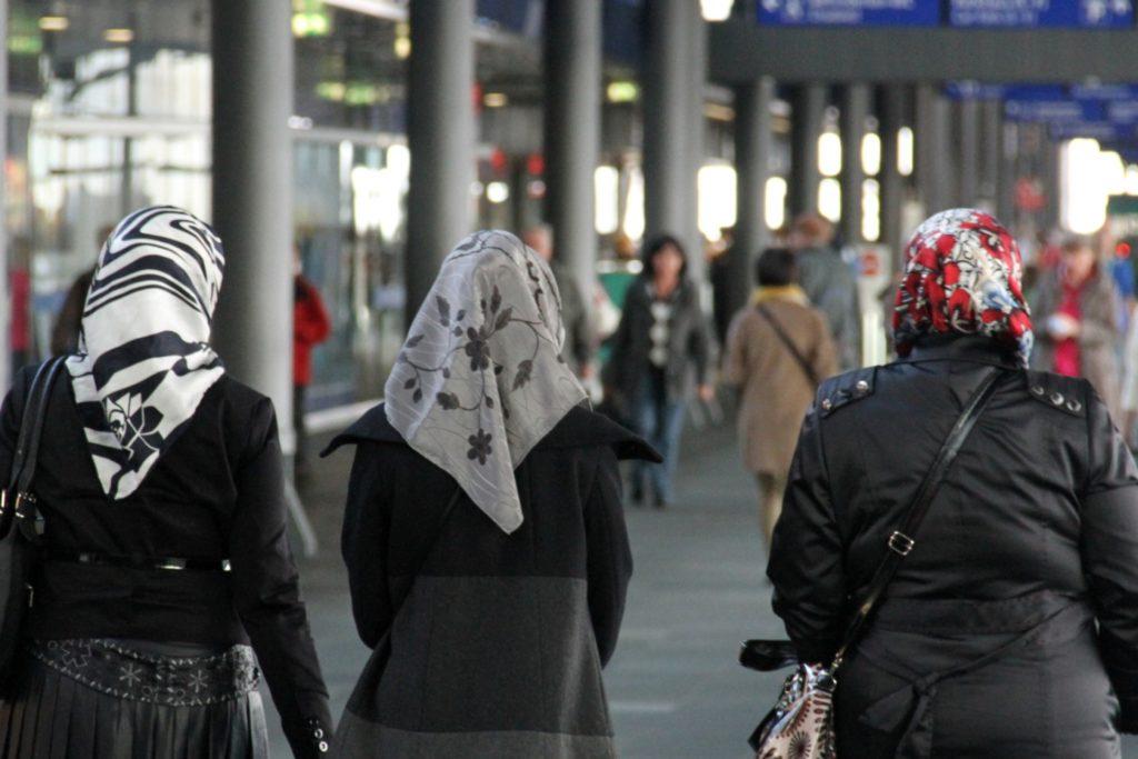 , Thüringens Ministerpräsident und Grundschulen gegen Kopftuchverbot, City-News.de