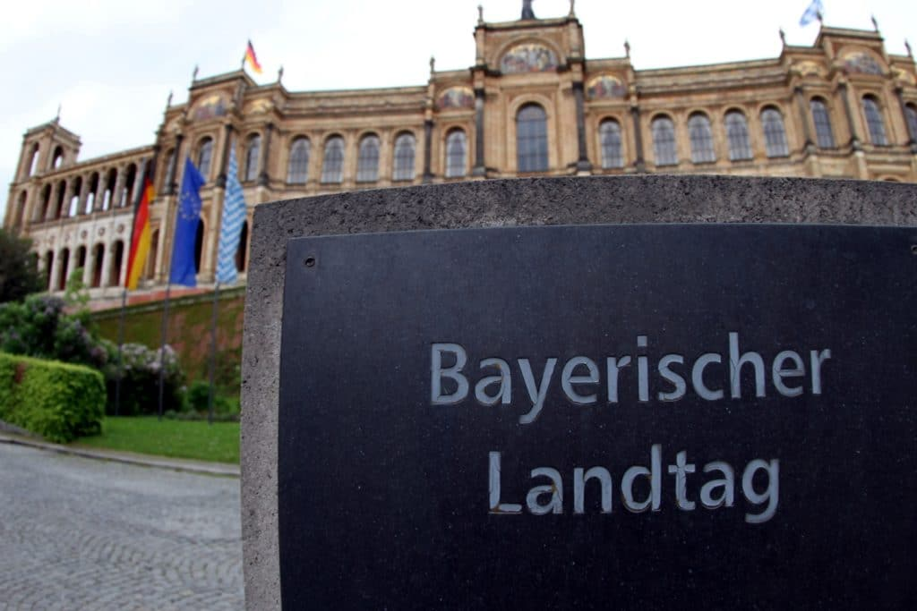 , Bayern führt weitere Corona-Warnstufe ein, City-News.de