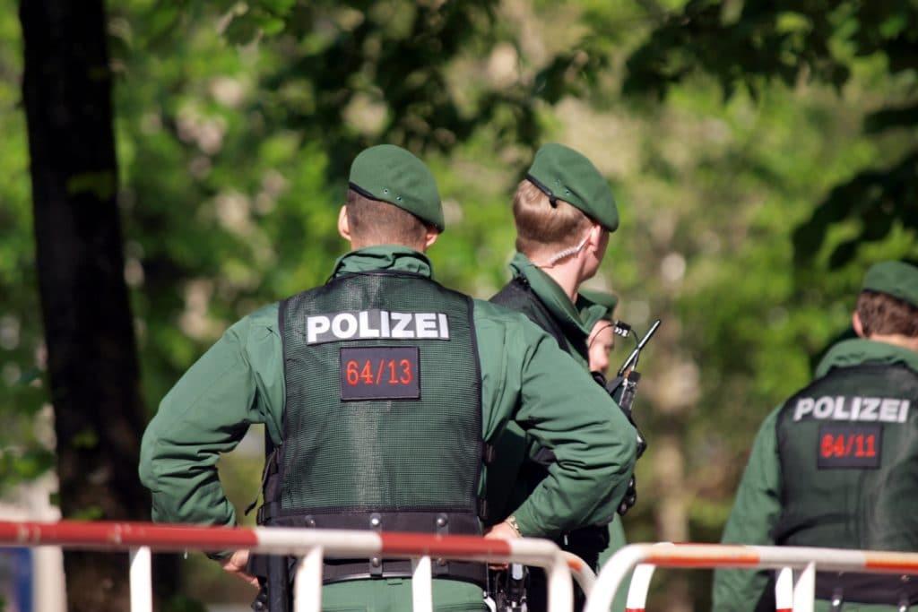 , Bayerns Innenminister: Polizei hat seit 40 Jahren Handgranaten, City-News.de