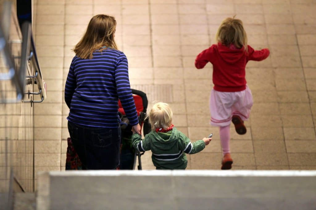 , Studie: Elternzeit schadet Müttern beim Gehalt, City-News.de, City-News.de