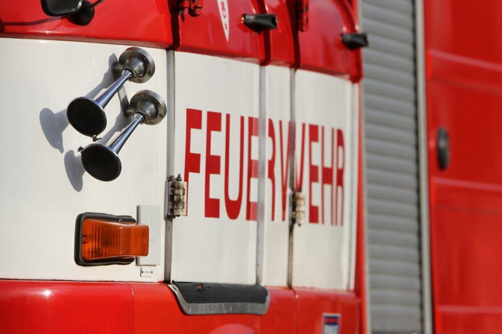 Feuer Hamburg jenfeld, Feuerwehr Hamburg rettet mehrere Bewohner bei einem Feuer im Keller eines Mehrfamilienhauses, City-News.de, City-News.de