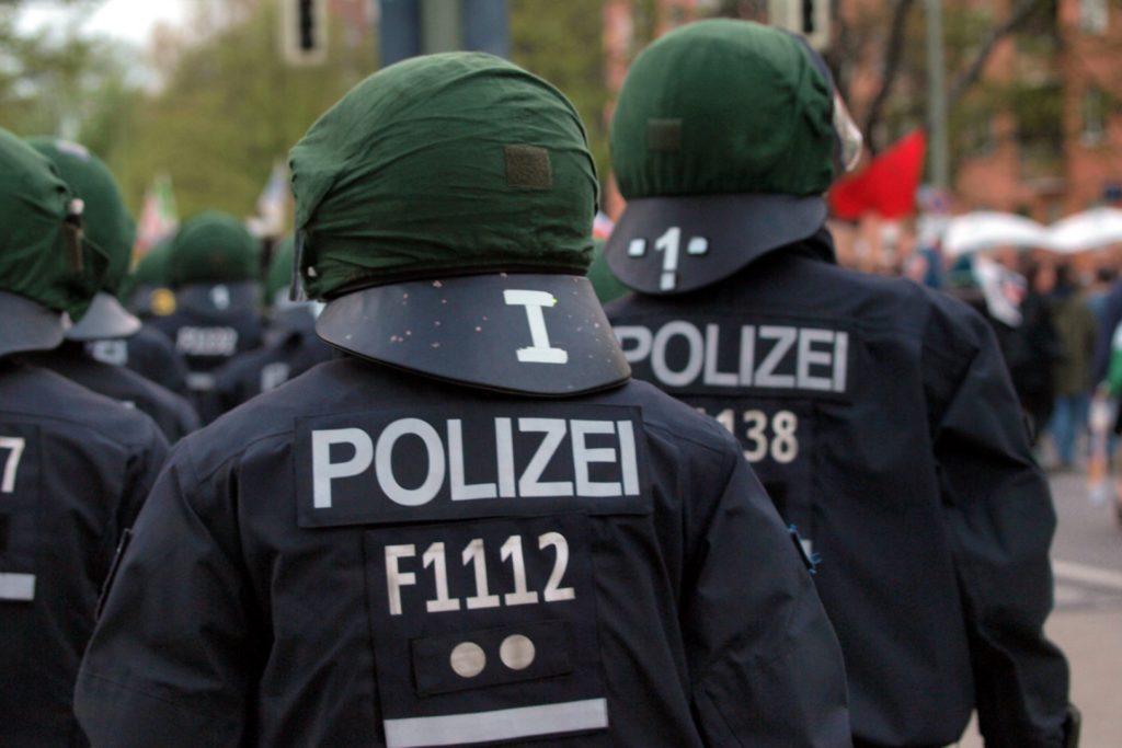 , Rechten Polizisten droht Gehaltsverlust, City-News.de