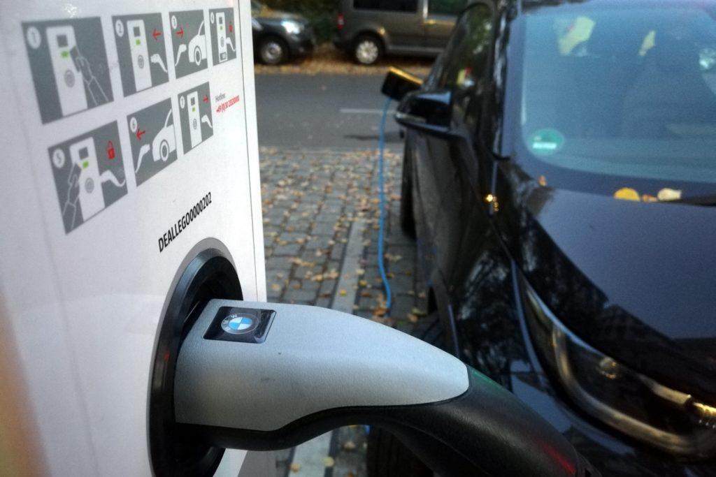 , Studie: Fahrer von Elektroautos nutzen oft gewöhnliche Steckdosen, City-News.de