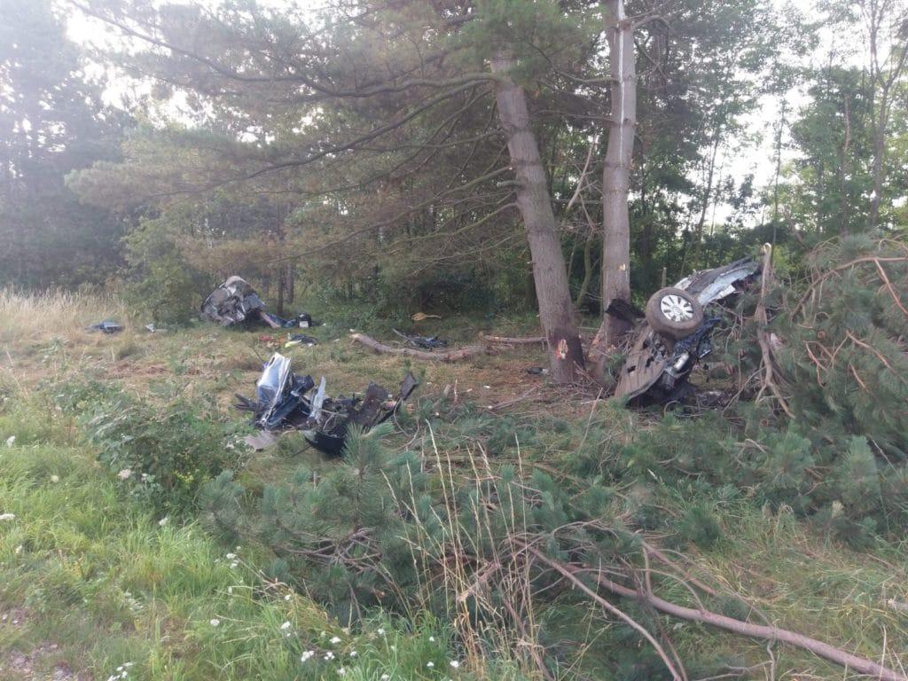 , Grauenhafter Unfall auf der B 241 Fahrer und Beifahrer tödlich, ein weiterer Insasse schwer verletzt., City-News.de, City-News.de