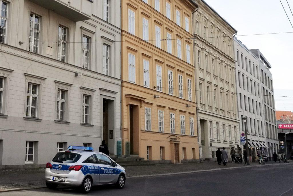 , Skurrile Pressekonferenz aus Privatwohnung: Merkel sieht kein Ende, City-News.de, City-News.de