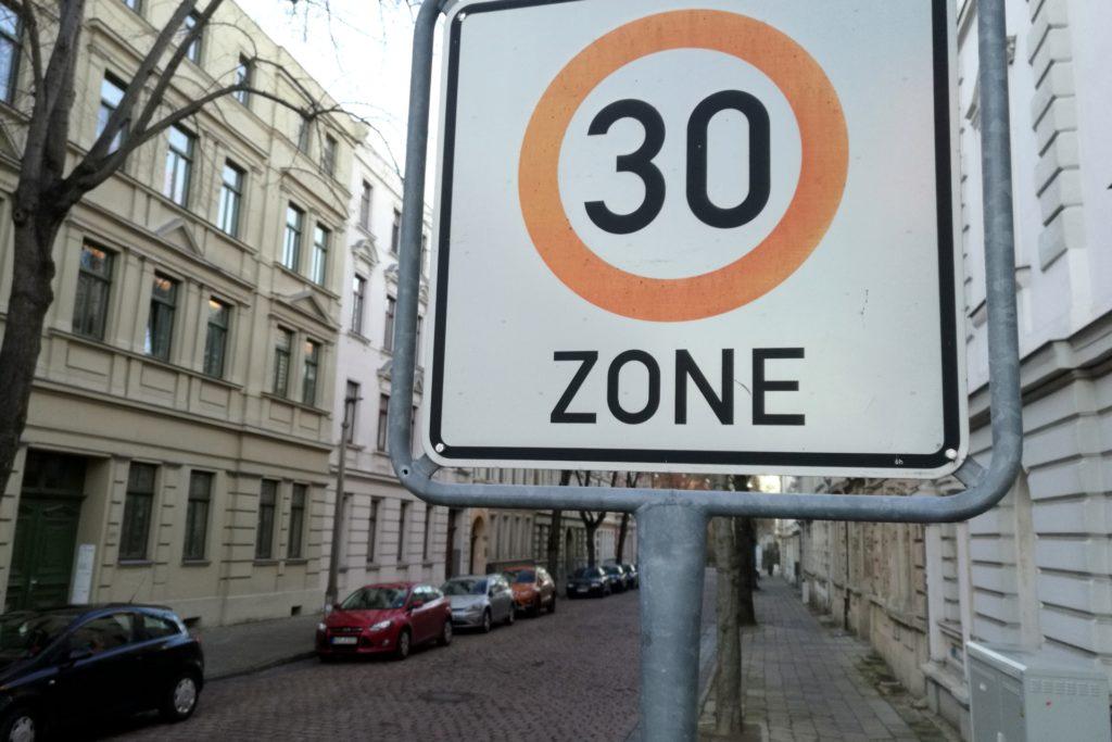 , Grüne fordern Fahrverbot bei Verkehrsverstoß in Tempo-30-Zonen, City-News.de