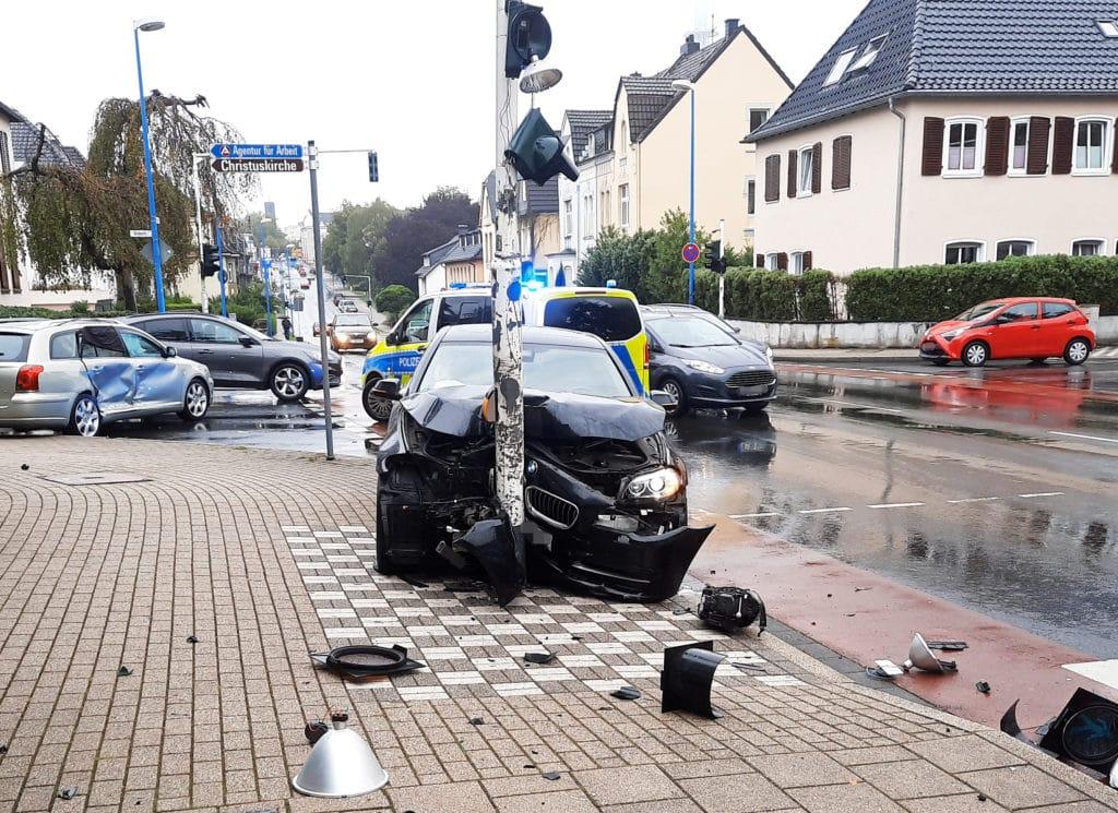 mettmann unfall bmw toyota, Zwei Schwerverletzte bei Verkehrsunfall – Velbert – 2009160, City-News.de