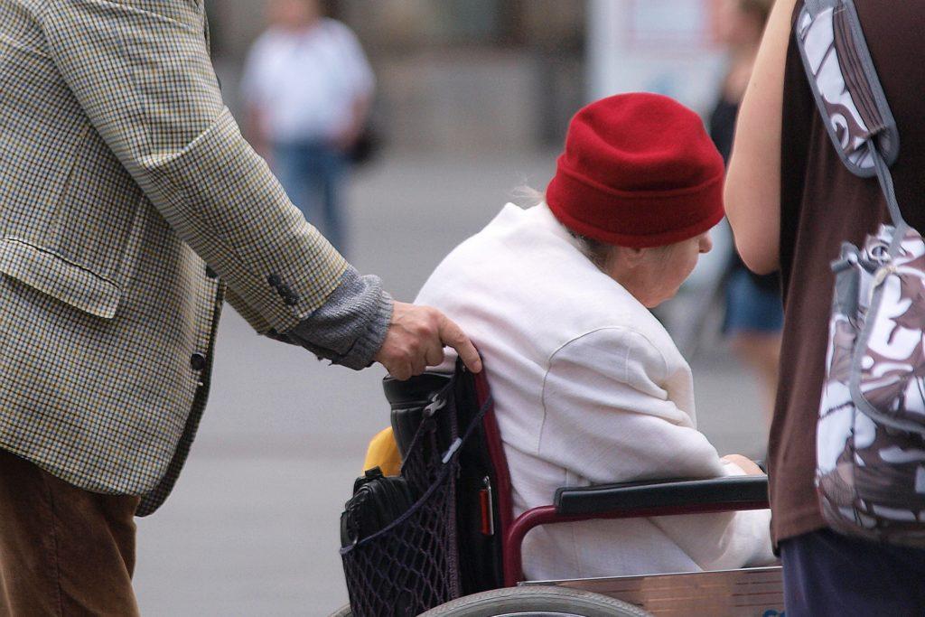 , Private Anbieter sozialer Dienste dringen auf neue Besuchsregeln, City-News.de
