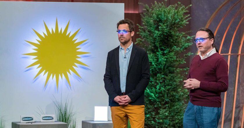 """Mark Wallerberger (l.) und Michael Geyer aus Wien präentieren die Sonnenlichtbrille """"Pocket Sky"""