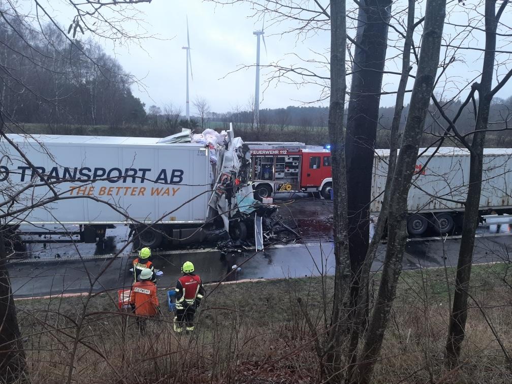 unfall a1, Schwerer Unfall mit Todesfolge BAB 1 stundenlang in Richtung Bremen gesperrt, City-News.de