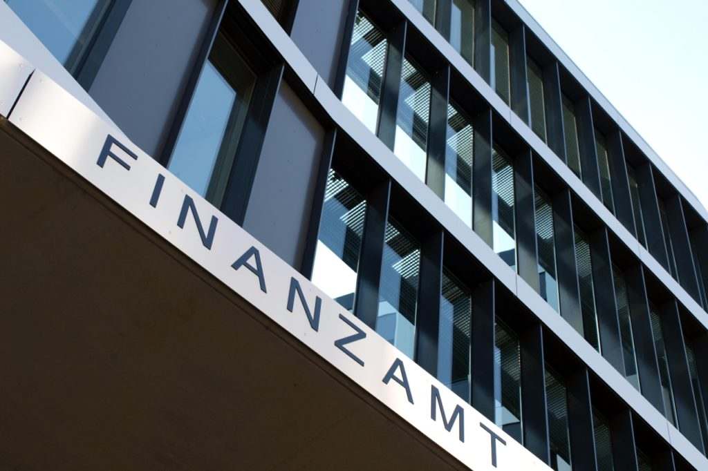 , Konzernsteuerquote der DAX-Konzerne seit 1988 halbiert, City-News.de