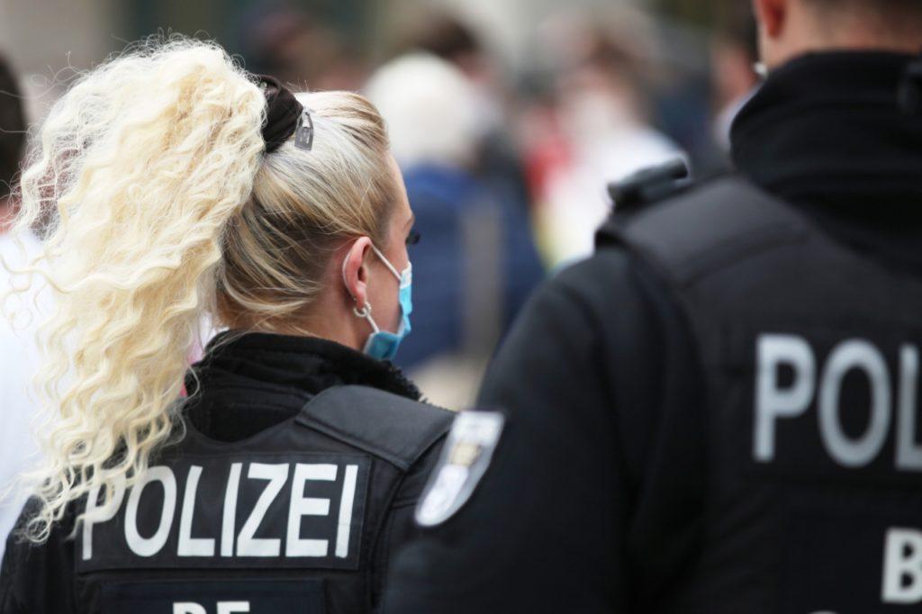 , Seehofer für frühere Impfung von Polizisten, City-News.de