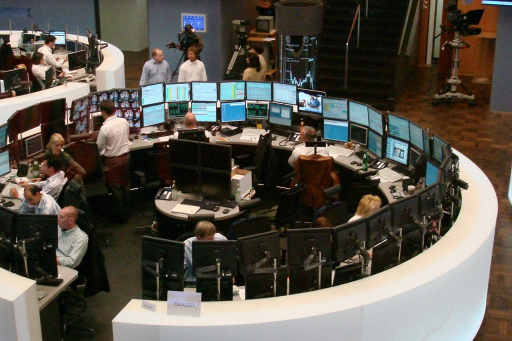 , DAX startet im Minus – Firmenbilanzen im Fokus, City-News.de