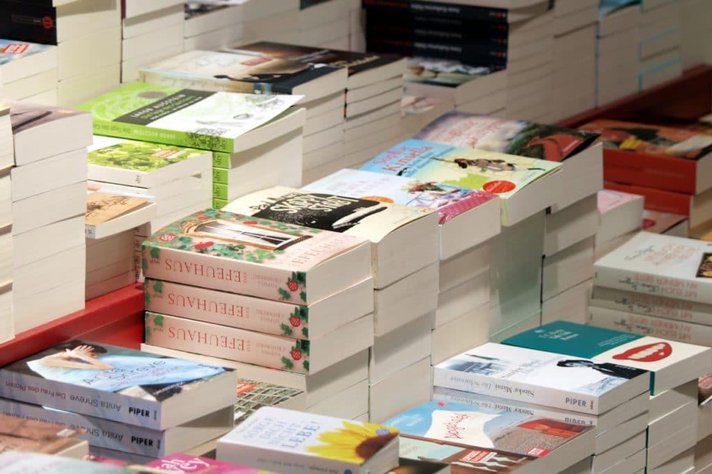 , Angie Thomas beklagt Klischees in Verlagsbranche, City-News.de