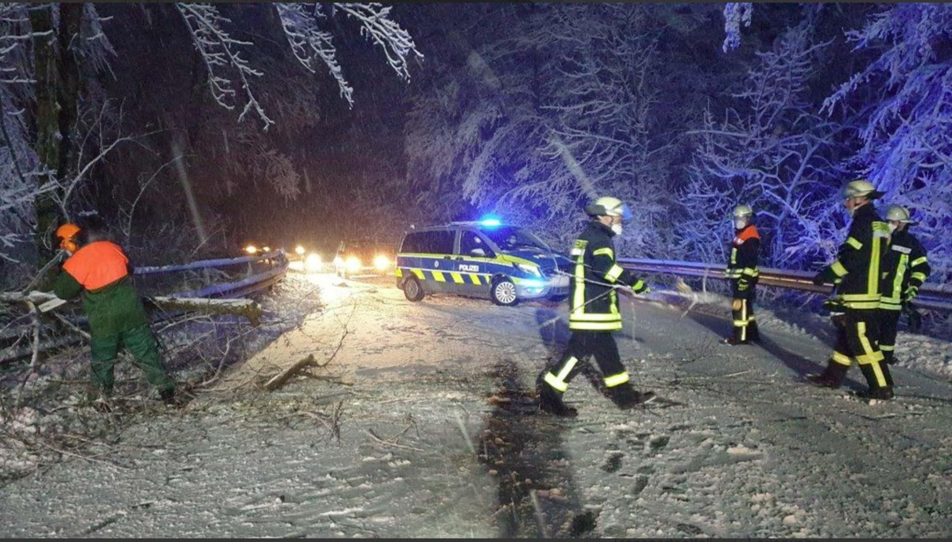 königswinter, Schneetief sorgt für Feuerwehreinsätze in Königswinter, City-News.de