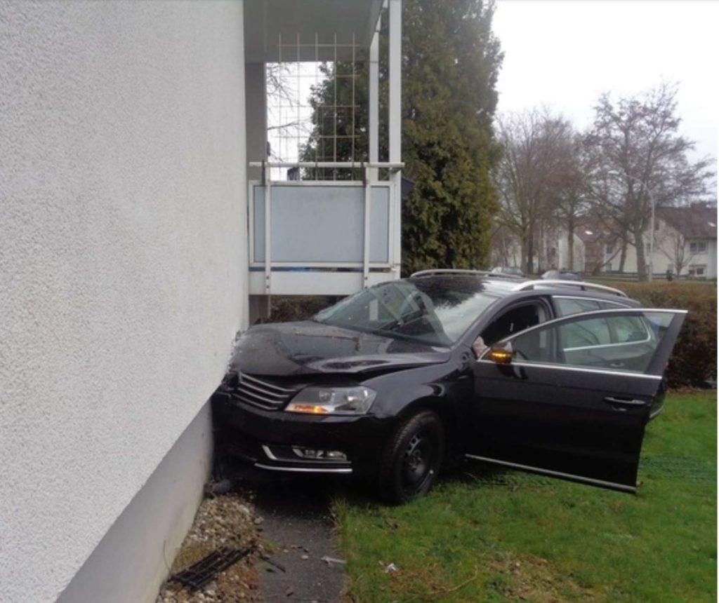 witten pkw hauswand, Pkw prallt gegen Hauswand, City-News.de