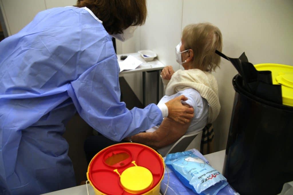 , Umfrage: DAX-Konzerne machen Tempo mit Tests und eigenen Impfungen, City-News.de