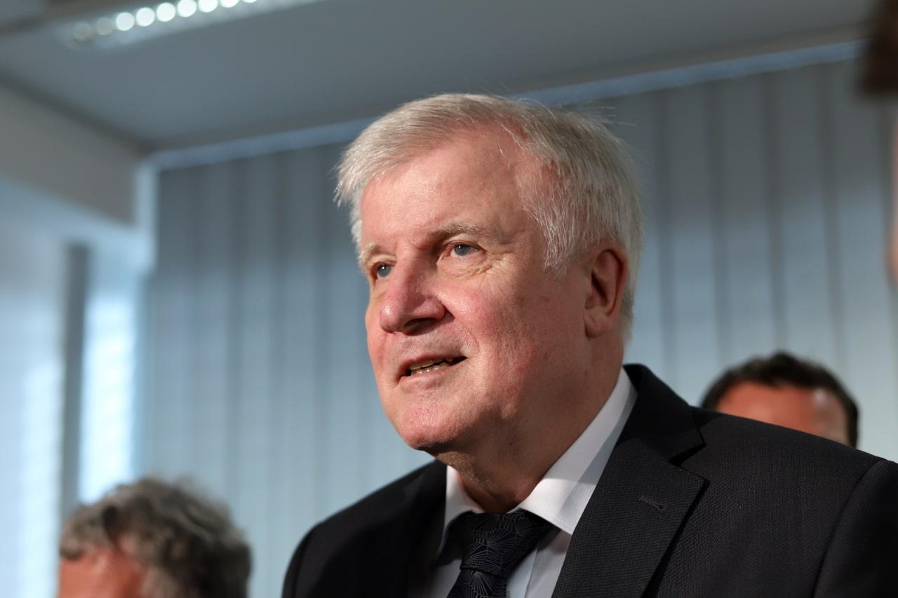 """Seehofer: Kanzlerkandidatenfragen """"gleich nach Ostern ..."""