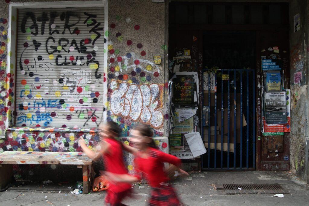 , Kinder in ärmeren Stadtteilen haben weniger Spielplatzfläche, City-News.de