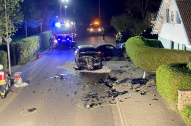 Verkehrsunfall mit hohem Sachschaden - Zeugen gesucht