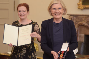 Links OB Katja Dörner, rechts Gräfin von Schweinitz
