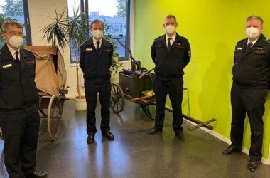 Feuerwehrchef Jochen Stein (2.v.l.) mit den neu gewählten Sprechern der Freiwilligen Feuerwehr Bonn, Marc Stuch (l.), Michael Drolshagen (2.v.r.) und Frank Henseler (r.)
