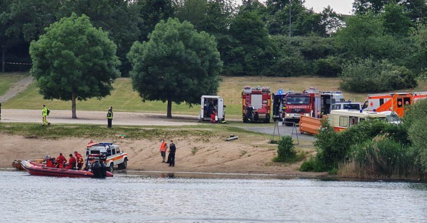 Rettungkräfte in Troisdorf Rotter See bei der Suche nach dem 26-Jährigen