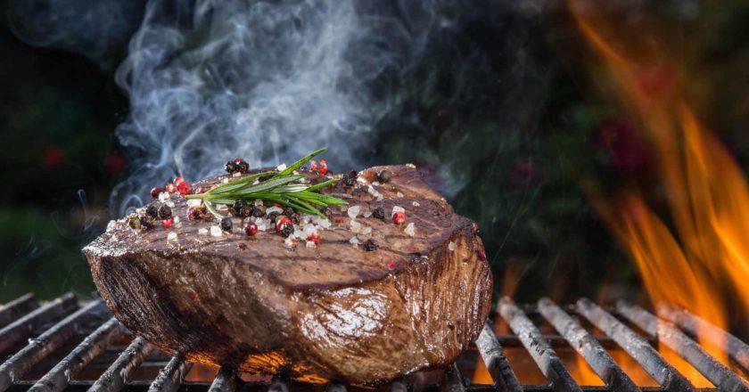 Das perfekte Grill Steak auf dem Holzkohlegrill