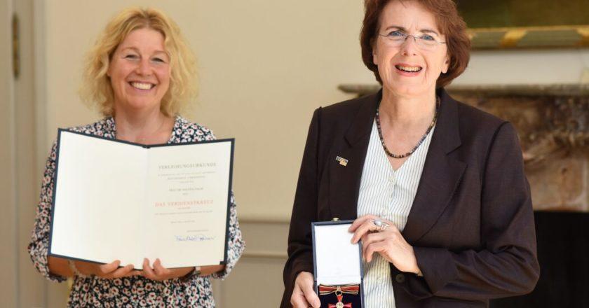 Dr. Solveig Palm (r.) und Bürgermeisterin Melanie Grabowy